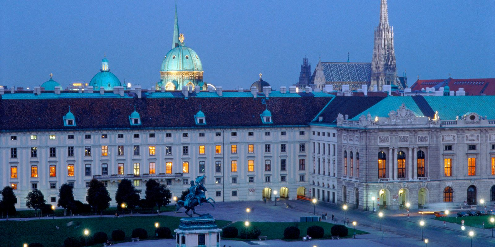 Hofburg: Blick vom Dach des Naturhistorischen Museums, Heldenplatz | ©WienTourismus/Manfred Horvath